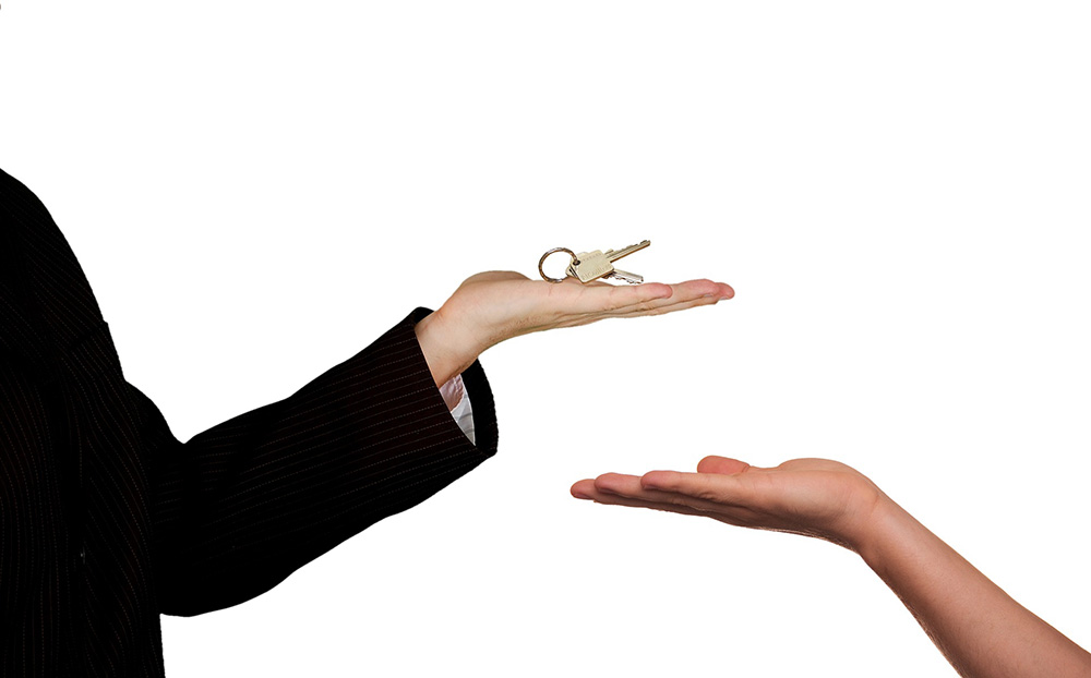 Property transfers between spouses and de facto